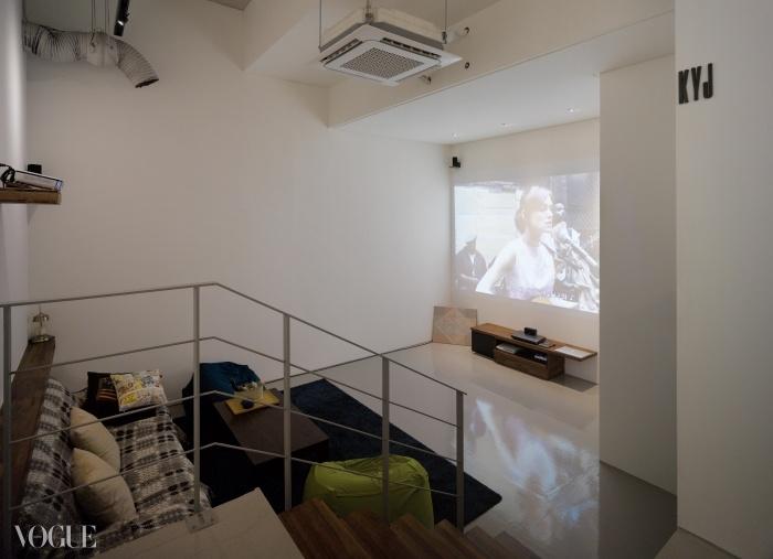 대부분의 시간을 이곳에서 보낸다는 김영준에게 영화관못지않은 영상을 제공하는 영화 감상실이 바로 그곳이다.