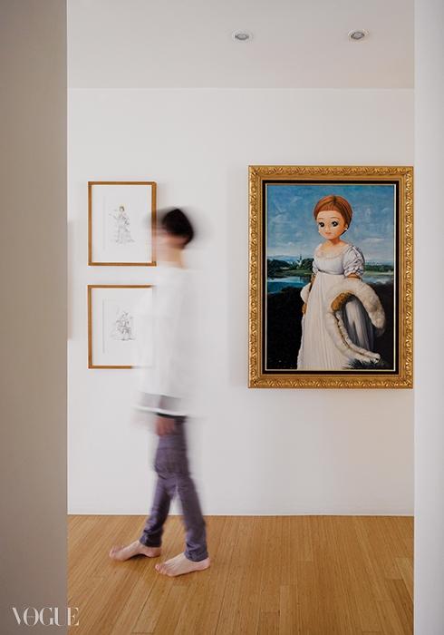 복도에 걸린 아키라 이시구로의작품은 집주인을 꼭 닮았다.