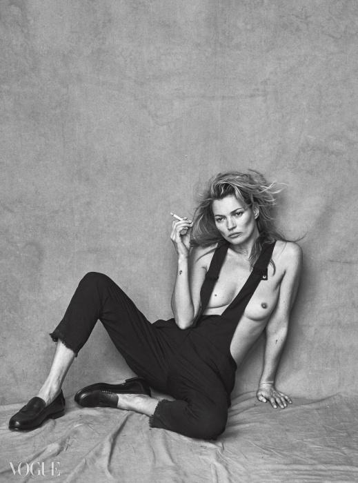 서스펜더 데님 팬츠는 이자벨 마랑(Isabel Marant),로퍼는 에르메스(Hermès).