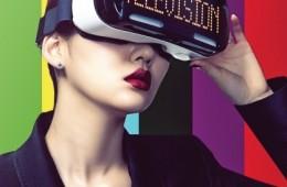 블랙 재킷은 에스카다(Escada),이어링은 젬마 알루스(Gemma Alus),얼굴에 쓴 기어는 삼성 기어 VR,실버 링은 스타일리스트 소장품.