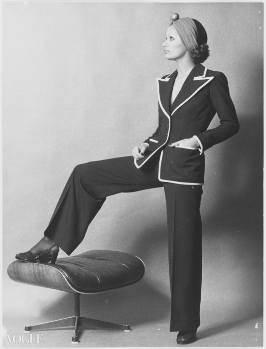 개버딘 팬츠수트 ⓒ Fondation Pierre Bergé - Yves Saint Laurent
