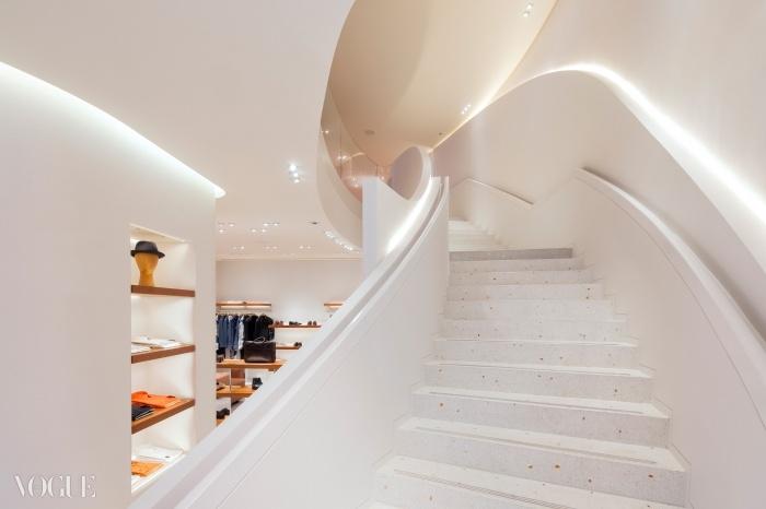 에르메스 뉴본 스트리트 매장 2층으로 가는 계단