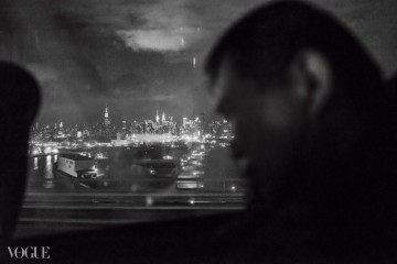오후 9시, 맨해튼을 떠난 버스 안에서뉴욕 시의 야경이 보인다.