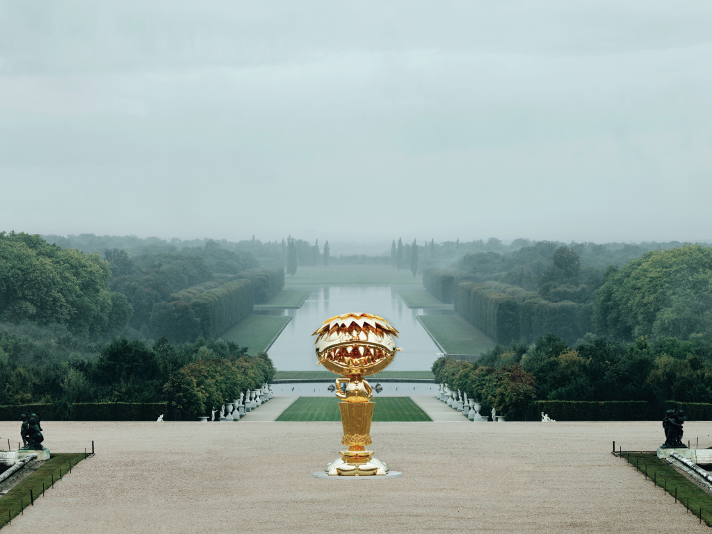 "View of the exhibition ""MURAKAMI VERSAILLES"" Château de Versailles, France, 2010 'Oval Buddha, 2007-2010, Bronze and gold leaf, 568×312×319cm © 2007-2010 Takashi Murakami / Kaikai Kiki Co., Ltd. All Rights Reserved. Photo : Cedric Delsau× - Water Parterre / Château de Versailles"