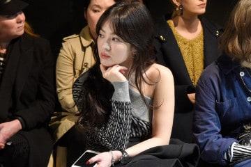 2017년 2월 버버리 컬렉션 쇼에 참석한 송혜교