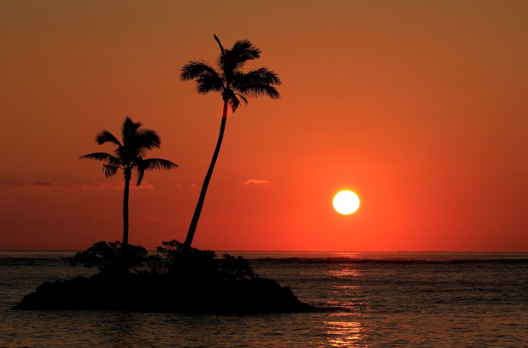 HONOLULU, HI - JANUARY 14:  The sun rises as the first round of the Sony Open In Hawaii starts at Waialae Country Club on January 14, 2016 in Honolulu, Hawaii.  (Photo by Cliff Hawkins/Getty Images)