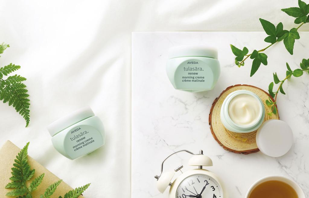 아베다 툴라사라 리뉴 모닝 크림 하루 종일 피부를 건강하게 지키기 위한 탄력과 생기를 충전해주는 모닝 크림, 50ml, 7만8천원대.