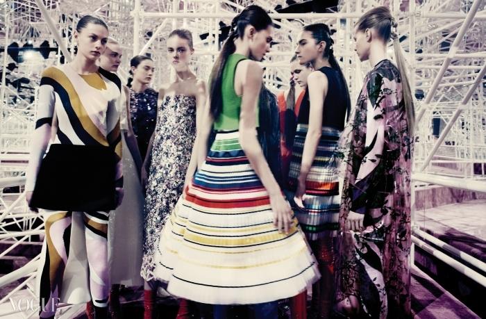 Mad House50년대, 60년대, 70년대의 다채로운 스타일이한데 어우러진 디올의 올봄 꾸뛰르 컬렉션