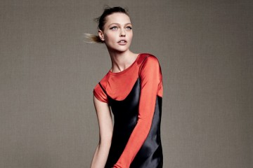 Good Sport 캐주얼과 시크를 오가며 창의적으로 레이어링하는 것은 파리의 봄을 연상시킨다. 검정 샤르무즈 드레스는 랄프 로렌 컬렉션(Ralph Lauren Collection), 빨간색 비대칭 톱은 베트멍(Vetements), 숄더백은 마르니(Marni).