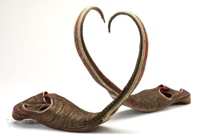16_Long-toed-shoes-India-1800s
