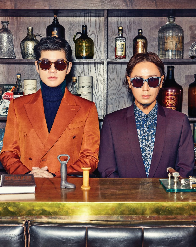 장기하의 오렌지색 재킷은 김서룡 옴므(Kimseoryong Homme), 터틀넥은 존 스메들리(John Smedley), 선글라스는 조셉(Joseph at Raum). 정재형의 보라색 재킷과 셔츠는 보스 맨(Boss Man), 선글라스는 브이선(V:Sun).
