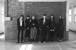 (왼쪽부터)가슴 부분이 깊게 파인 올인원 수트는 하이더 아커만(Haider Ackermann), 목걸이는 불레또(Bulletto), 가죽 장갑은 샤넬(Chanel), 첼시 부츠는 에르메스(Hermès). 러플 밑단의 재킷과 시스루 스커트는 지방시(Givenchy by Riccardo Tisci), 진주 장식 초커는 샤넬, 페이턴트 부츠는 발렌티노(Valentino). 쇼트 재킷과 체스판 프린트 플리츠 스커트, 벨트는 모두 하이더 아커만, 워커 부츠는 닥터 마틴(Dr. Martens). 재킷과 코트가 연결된 아우터, 와이드 팬츠는 준지(Juun.J), 하이톱 운동화는 루이 비통(Louis Vuitton). 원 버튼 재킷과 미니스커트는 아크네 스튜디오(Acne Studios), 진주 초커는 샤넬, 싸이하이 부츠는 세르지오 로시(Sergio Rossi). 롱 케이프는 발렌티노, 롱 장갑은 엠포리오 아르마니(Emporio Armani), 밴드 스트랩 앵클 부츠는 루이 비통.