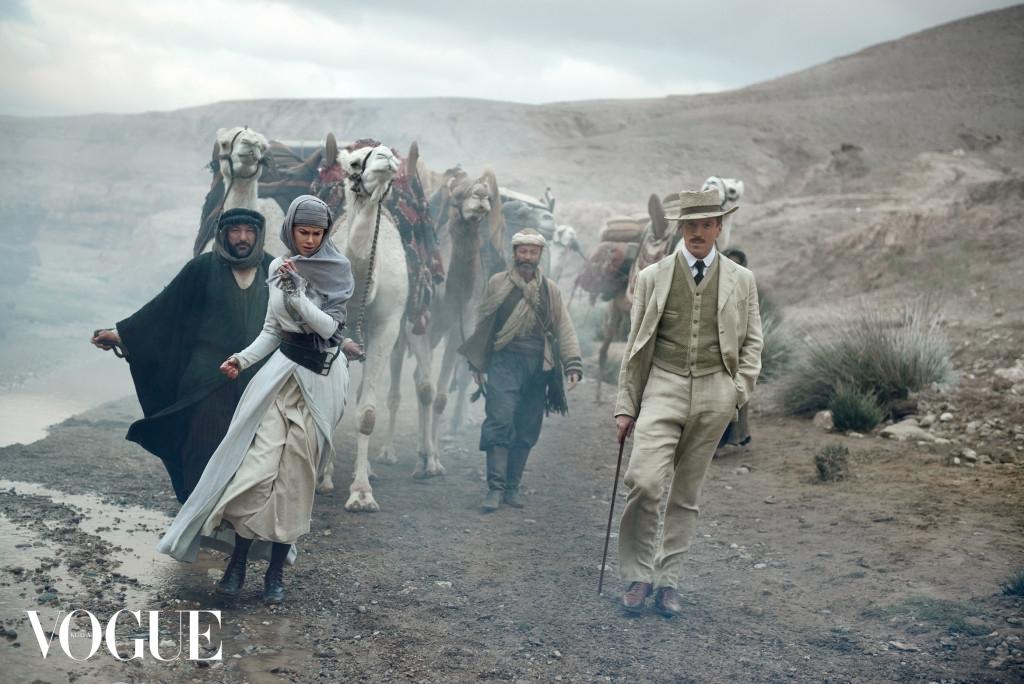 GOING THE DISTANCE 촬영장에서 영화 의상을 입고 있는 니콜 키드먼. (왼쪽부터)유네스 벤자코르(Younes Benzakour), 제이 아브도(Jay Abdo), 데미안 루이스(Damian Lewis).