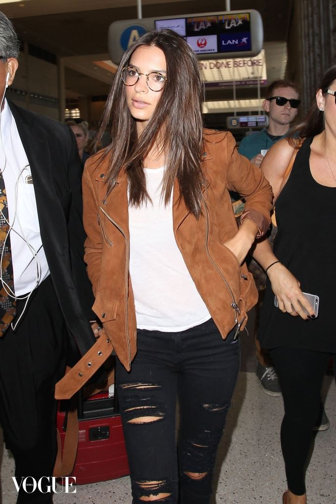Emily Ratajkowski shows off her new specs as she jetsets to London