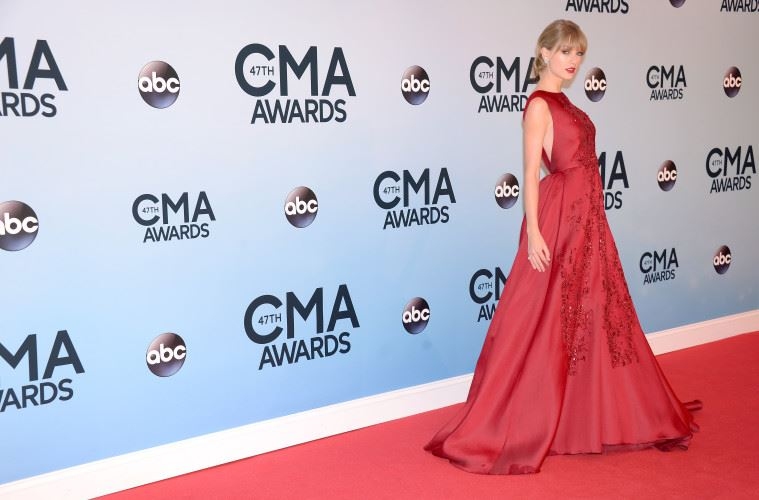 NASHVILLE, TN - NOVEMBER 06:  Taylor Swift attends the 47th annual CMA Awards at the Bridgestone Arena on November 6, 2013 in Nashville, Tennessee.  (Photo by Michael Loccisano/Getty Images)