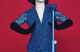 Édith Piaf  레이스 소재의 레트로풍 드레스는 제이백 쿠튀르(Jaybaek Couture