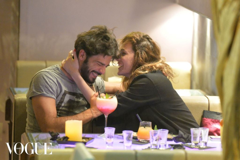 EXCLUSIVE: Laura Chiatti e Marco Bocci tenderly kissing in a restaurant in Rome
