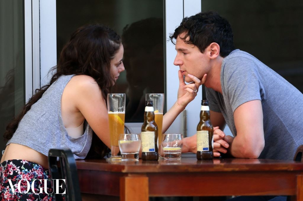 EXCLUSIVE: Kaya Scodelario kissing Benjamin Walker at cafe on the Gold Coast