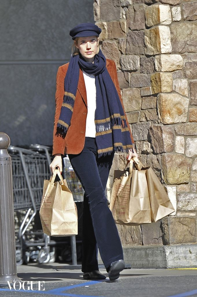 Agyness Deyn Ribisi heads to Gelsons for a bit of grocery shopping in Hollywood. Pictured: Agyness Deyn Ref: SPL475262  271212   Picture by: Fern / Splash News Splash News and Pictures Los Angeles: 310-821-2666 New York:212-619-2666 London:	870-934-2666 photodesk@splashnews.com