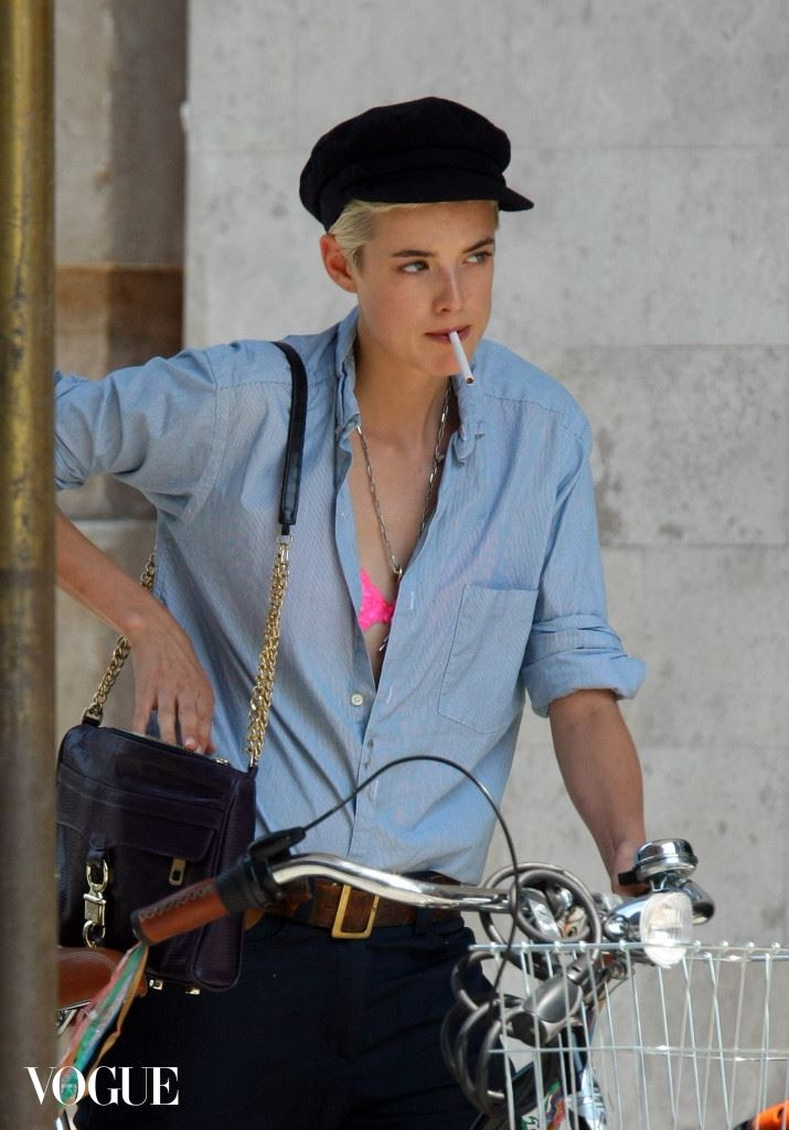 Agyness Deyn cycling in New York City