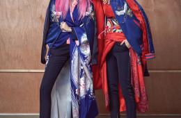 일본과 미국 문화가 만나 탄생한 스카잔. 전통 기모노와 모던한 디자이너 의상을 믹스매치한 룩에도 잘 어울린다. 스카잔은 모두 루이 비통(Louis Vuitton), 슬림한 턱시도 팬츠, 오른쪽 모델의 검은 하이힐은 모두 생로랑(Saint Laurent), 왼쪽 모델의 하이힐은 톰 포드(Tom Ford), 반지는 모두 레 네레이드(Les Nereides).