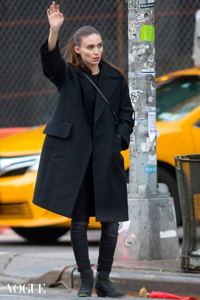 Rooney Mara hails a taxi in downtown Manhattan