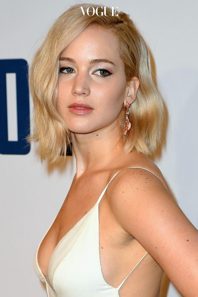 스포트라이트를 몰고 다니는 완전 대세 제니퍼 로렌스(Jennifer Lawrence)가 대미를 장식합니다.