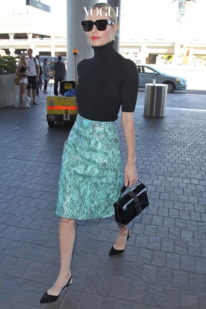 핑크 톤이 더해진 글로시한 레드립은 넘치는 사랑스러움을 표현해주니까요. 케이트 보스워스(Kate Bosworth)