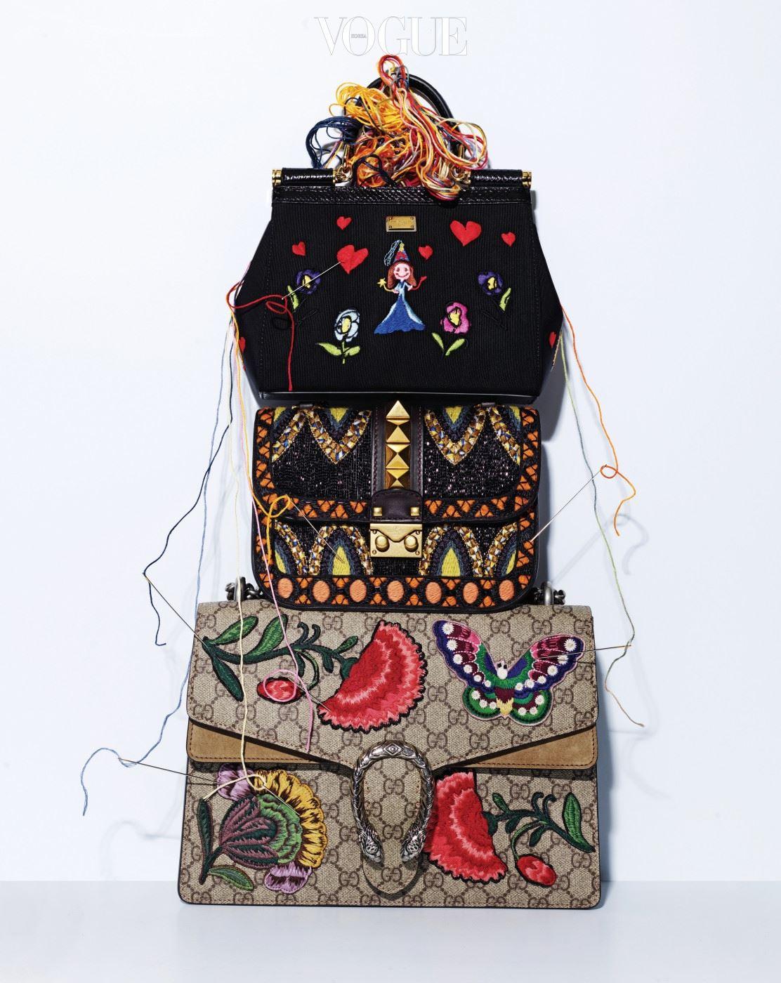 천진난만한 아이들의 그림을 연상시키는 자수 핸드백은 돌체앤가바나(Dolce&Gabbana). 아프리칸 모티브에 작은 비즈와 자수 장식을 더한 금장 숄더백은 발렌티노(Valentino). 한 폭의 동양화처럼 색색의 꽃과 나비가 화려하게 수놓인 로고 백은 구찌(Gucci).
