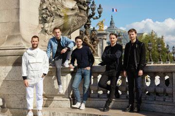 꺼지지 않는 빛의 도시가 활기차고 참신한 신세대 디자이너들의 재능 덕분에 건재함을 증명하고 있다.전 세계 패션의 미래인 청년 다섯 명을 〈보그〉가 파리에서 만났다.
