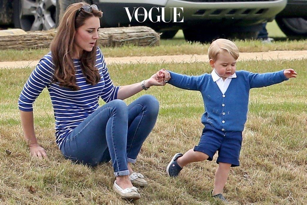 여기서 잠깐! 근데 케이트 곁에 있는 이 귀여운 아가는 누구죠? 조카?