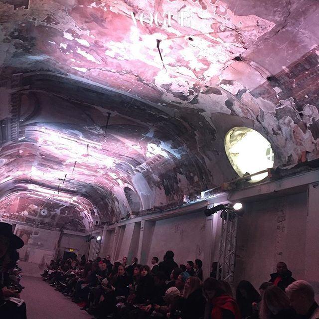 파리 남성복 패션위크에서 반향 일으킨 Y프로젝트(YProject). 그들의 여성복 첫쇼는 뜯다만 천장화 아래 열립니다. 모든게 패션을 위해 헌신하는 파리 패션위크답죠?