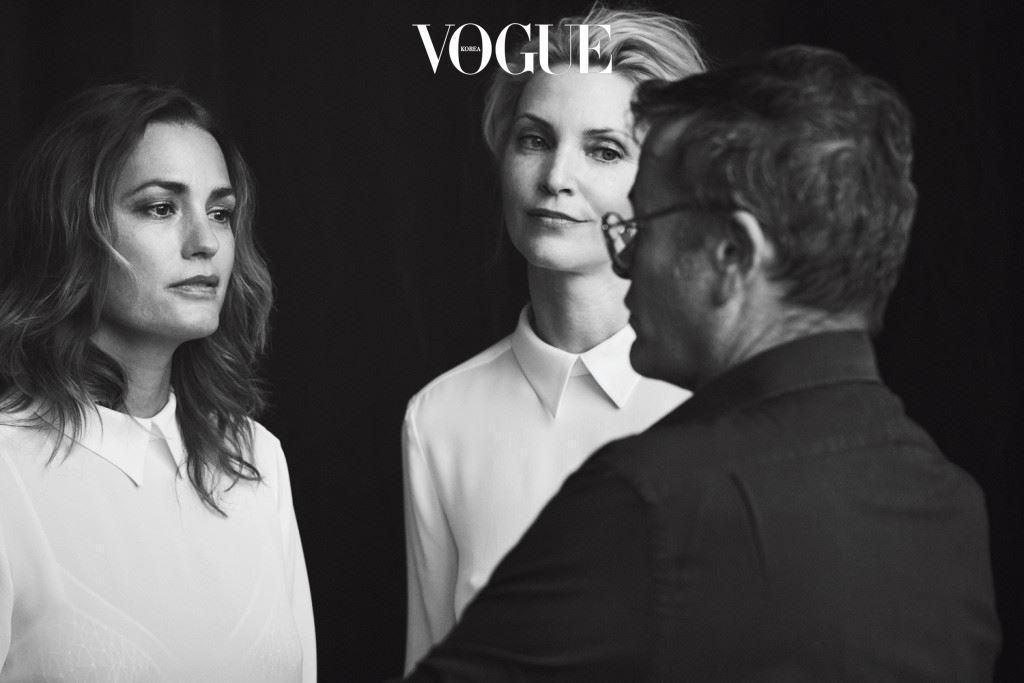이제 캠페인에 등장한 모델들을 구경할 차례. 90년대의 살아 있 는 전설이자 모델계의 클래식이라 불리던 이들이 주인공이다. 스텔라 테넌트, 에바 헤르지고바, 나디아 아우어만, 야스민 르 본! 다들 40대 를 훌쩍 넘겼지만 이번 캠페인에서는 세월이 무색 할 만큼 우아함을 뽐낸다.