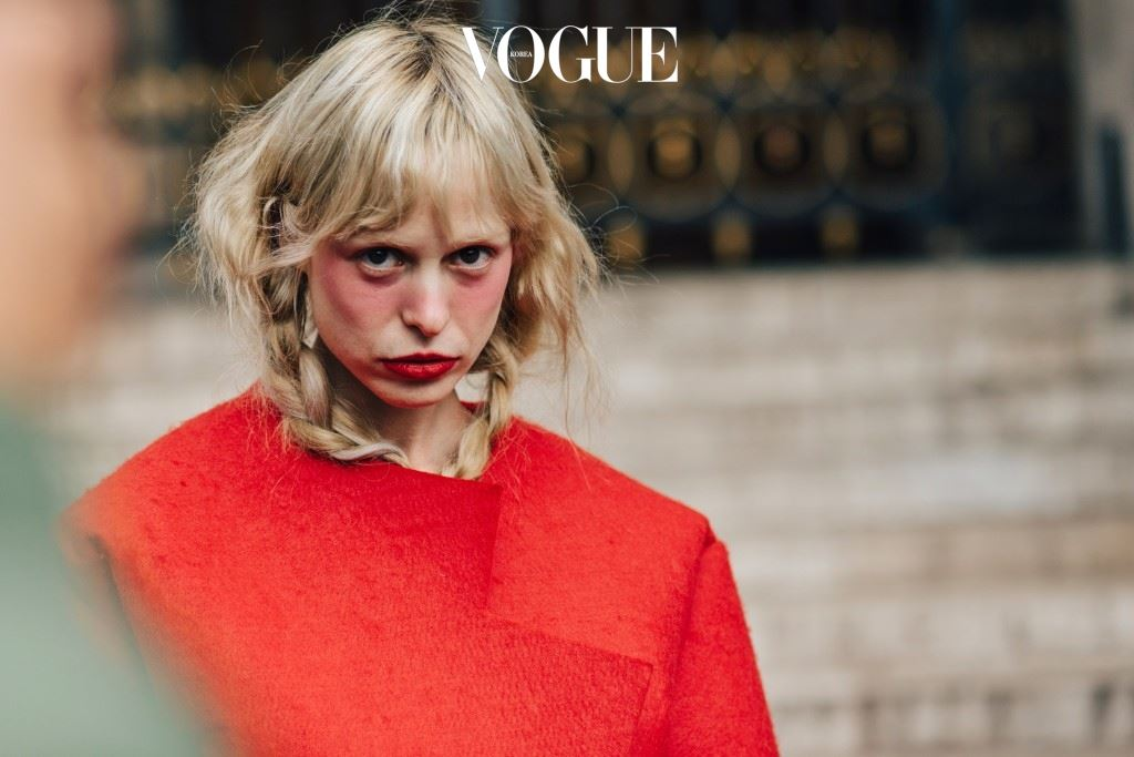 지난 3월, 2016 F/W 파리 컬렉션이 한창이던 그곳에 모든 이들의 눈을 사로잡은 한 명의 소녀가 등장합니다.
