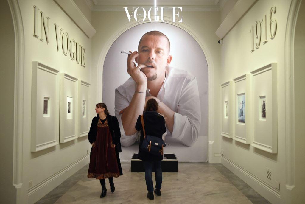 영국인들에게 패션 바이블이었던 의 100년 역사를 기념하기 위해 런던 내셔널 포트레이트 갤러리에서 'Vogue 100: A Century of Style'전이 2월 11일부터 5월 22일까지 열린다.