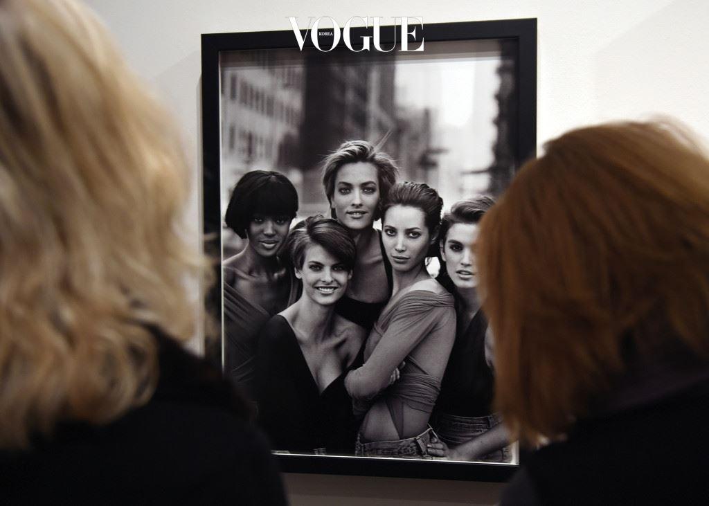 까마득한 옛날 원본을 모으는 건 어려웠지만, 전시팀의 노력 덕분에 우리는 원판도 감상할 수 있게 됐다. 30년대 세실 비튼이 찍은 배우 비비안 리, 60년대를 대표하는 패션 사조 '스윙잉 런던', 90년대를 평정한 모델 케이트 모스, 닉 나이트가 찍은 패션 화보 등등.