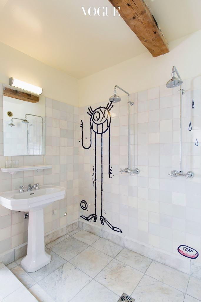 알렉산드르 드 베탁, 올리비에 잠, 글렌 오브라이언이 42개의 방 인테리어 디자인에 참여했고 욕실 어메니티는 에르메스 제품으로 구비했다.