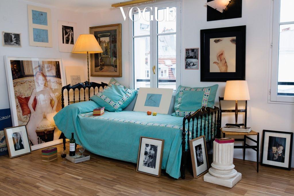 """파리의 부티크 호텔 '아무르'가 문을 연 지 10년. """"새 호텔은 방 개수도 두 배, 모든 게 두 배죠."""" 앙드레 사라이바가 엠마누엘 들라벤, 티에리 코스테와 함께 10구 피델리테 거리에 오픈한 두 번째 호텔의 이름은 '그랑 다무르'."""