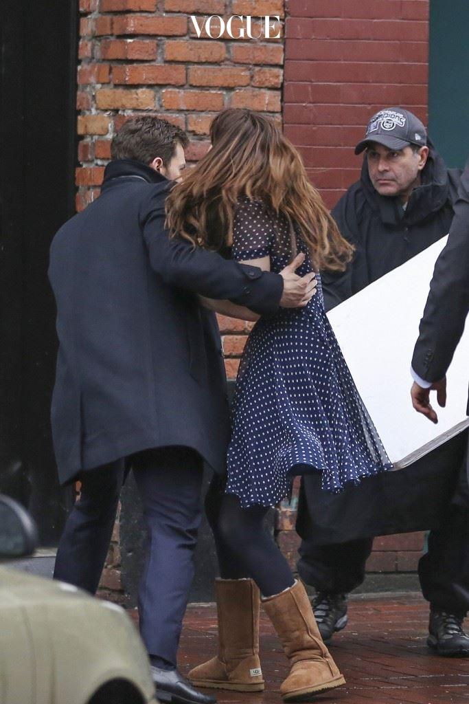 """보호해주기 제이미 도넌(Jamie Dornan)/다코타 존슨(Dakota Johnson) """"조심해!!"""" 알고 보면 별 거 아닌 상황인데, 위험하다며 자신의 몸을 힘껏 날려 보호해준다? 주의: 할리우드 영화에 심취해있는 스턴트맨 지망생일 수 있음."""