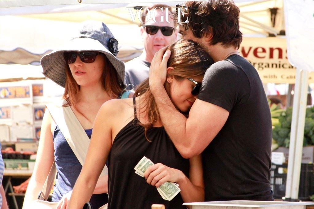 확 껴안기 이안 소머헐더(Ian Somerhalder)/니키 리드(Nikki Reed) 어머, 예고도 없이 와락 머리를 자신 쪽으로 껴안는다? 주의: '어디서 맡아본 향인데….' 샴푸 브랜드 추측 중일 수 있음.