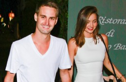 UK CLIENTS MUST CREDIT: AKM-GSI ONLY Santa Monica, CA - Miranda Kerr and her Snapchat billionaire boyfriend Evan Spiegel exit Giorgio Baldi in Santa Monica after a romantic dinner for two..  Pictured: Miranda Kerr and Evan Spiegel Ref: SPL1132515  200915   Picture by: AKM-GSI / Splash News