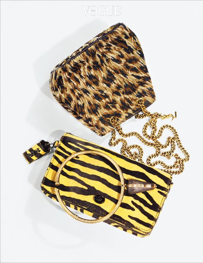 금색 체인이 달린 호피 무늬 가방은 생로랑(Saint Laurent), 얼룩말 패턴의 클러치는 코치(Coach).