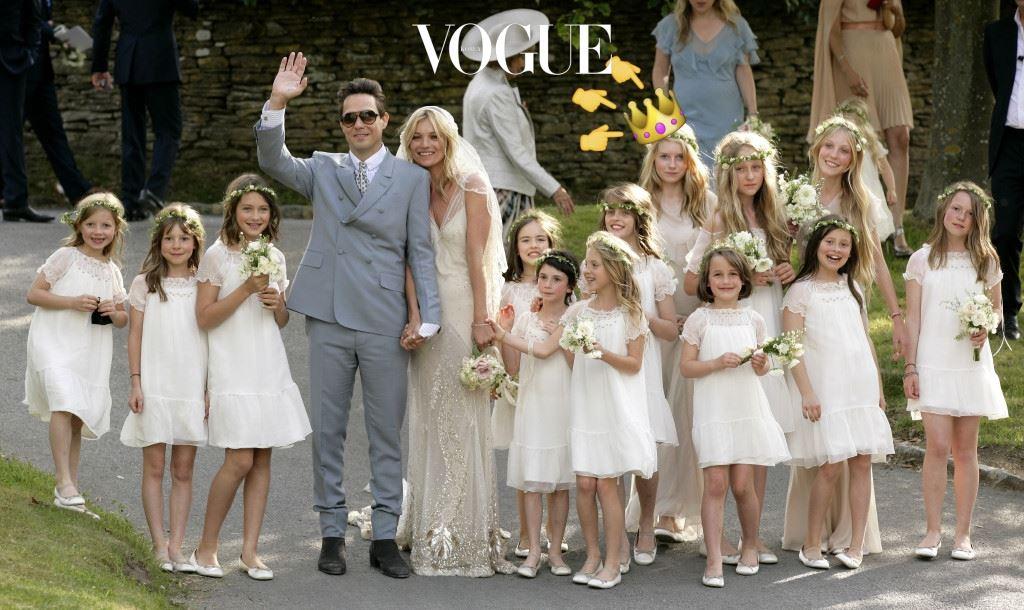로티 모스가 처음 주목을 받은 것은 13살 때입니다. 케이트 모스와 제이미 힌스의 결혼식에서 스텔라 맥카트니 드레스를 입고 들러리로 선 모습을 본 수많은 모델 에이전시가 그녀에게 러브콜을 보냈습니다.