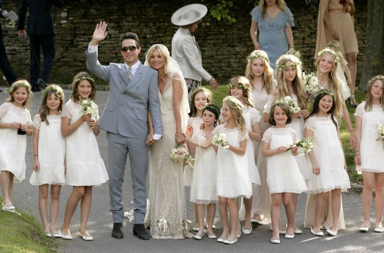 ABINGDON, UNITED KINGDOM - JULY 01: (EMBARGOED FOR PUBLICATION IN UK NEWSPAPERS UNTIL 48 HOURS AFTER CREATE DATE AND TIME) Jamie Hince and Kate Moss pose for photographs as they leave St. Peter's Church after their wedding on July 1, 2011 in Abingdon, England. (Photo by Indigo/Getty Images)