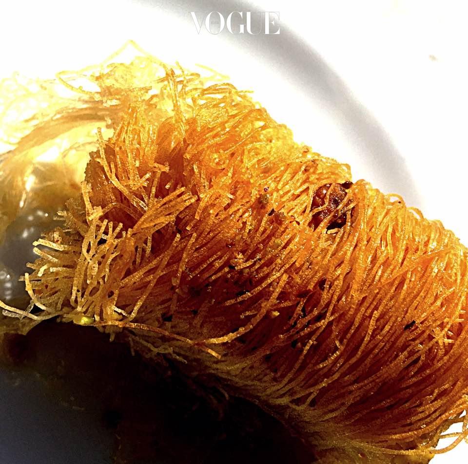 카파이프(Kataif-아몬드와 꿀, 쌀 국수로 만든 페이스트리)