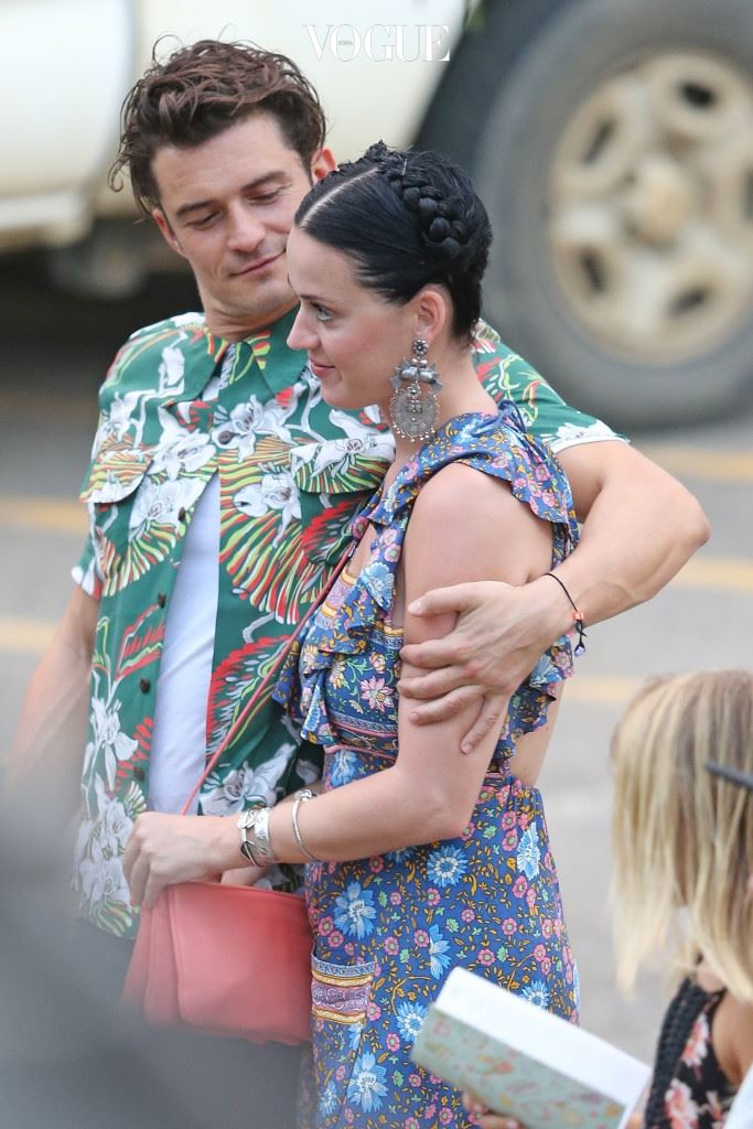 EXCLUSIVE: *PREMIUM EXCLUSIVE RATES APPLY* *NO WEB UNTIL 2PM PST, MARCH 2*NO TV UNTIL 3PM EST, MARCH 1* New couple Katy Perry and Orlando Bloom look loved up on a romantic dinner date in Hawaii on February 26. Orlando put his arm around Katy as they joined friends Laird Hamilton and Gabrielle Reece for dinner at the Barracuda restaurant on Kauai. Pictured: Katy Perry and Orlando Bloom Ref: SPL1235240  290216   EXCLUSIVE Picture by: Splash News Splash News and Pictures Los Angeles:310-821-2666 New York:212-619-2666 London:870-934-2666 photodesk@splashnews.com