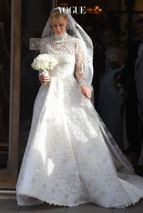 니키 힐튼(Nicky Hilton) 지난해 니키 힐튼은 브리티시 뱅킹 가문의 후계자 중 한명인 제임스 로스차일드와 결혼식을 올렸습니다. 드레스 가격도 화제가 됐었죠. 5만유로, 한화로 약 9천만원을 호가하는 발렌티노 드레스가 그 주인공!