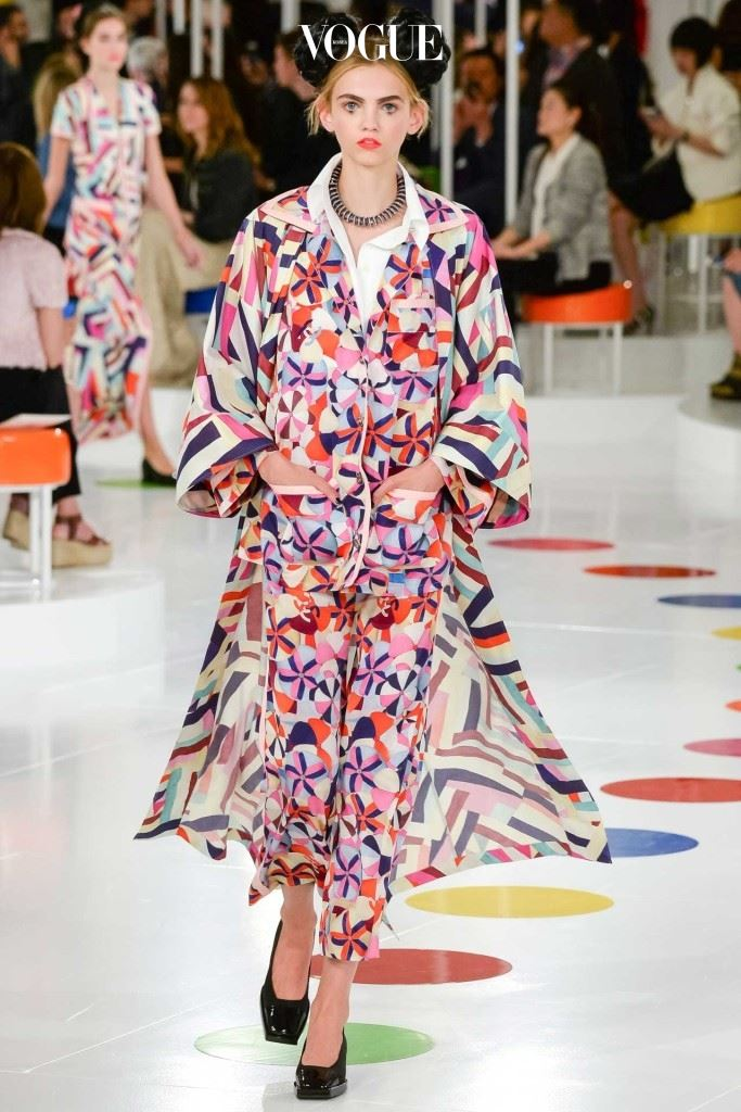 샤넬이 2015년도 크루즈 컬렉션을 서울에서 선보였다는 사실은 서울이 국제적인 럭셔리 시장에서 눈에 띄는 위치를 점하게 되었다는 걸 의미한다.