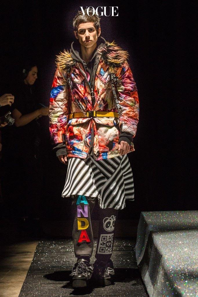 니코판다 2016-17년도 F/W 컬렉션은 성 역할을 그 경계까지 내몰았다.