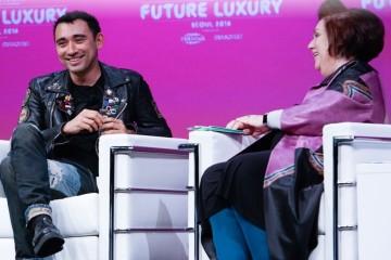 니콜라 포미체티가 자신이 젠더 뉴트럴 패션을 사랑하는 이유를 설명하고 있다.